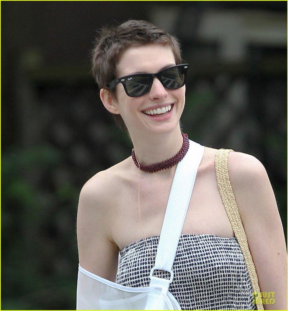 Anne Hathaway/Энн Хэтэуэй - Страница 2 2757ab3531aa