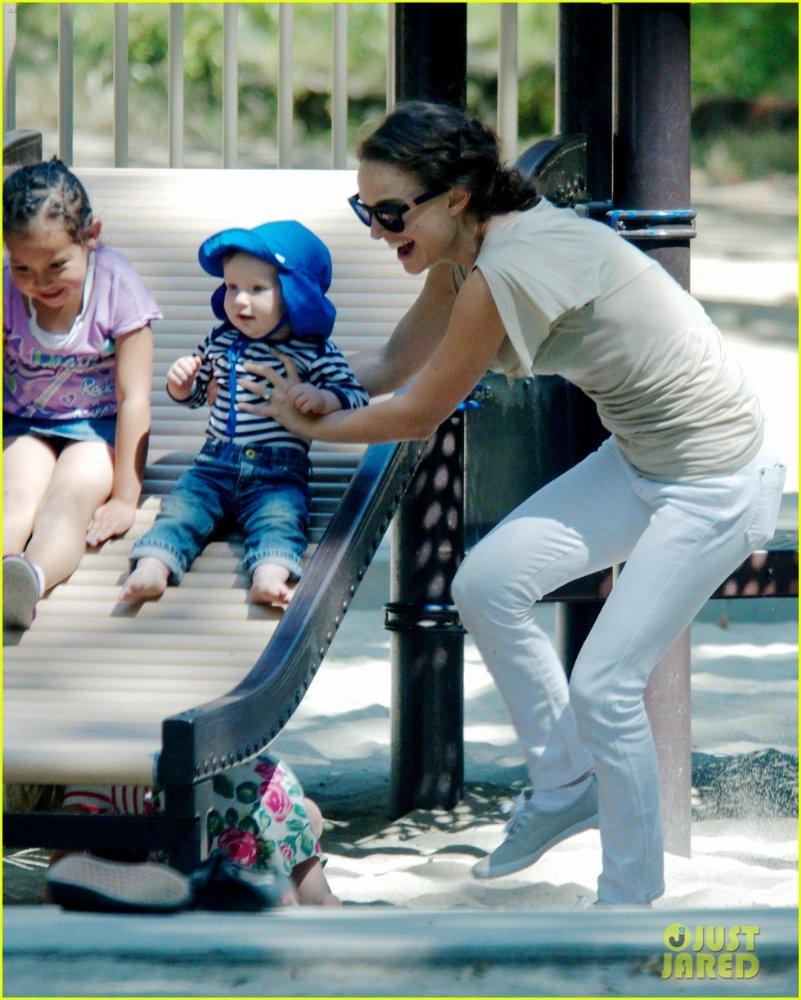 Natalie Portman  B702975bc0f6