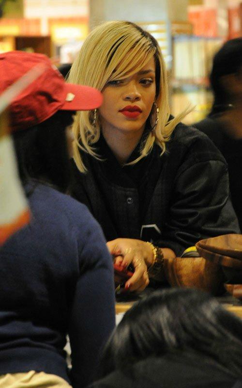 Rihanna  - Страница 4 34aa787d02b1
