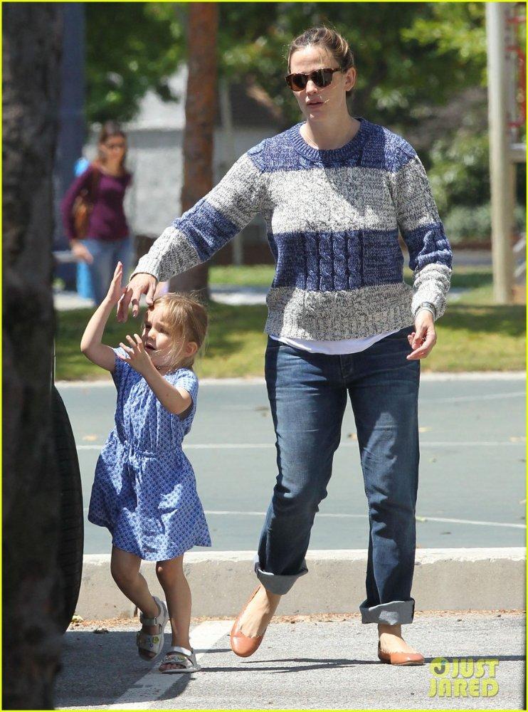 Ben Affleck and Jennifer Garner - Страница 5 D7c3229e4d0e