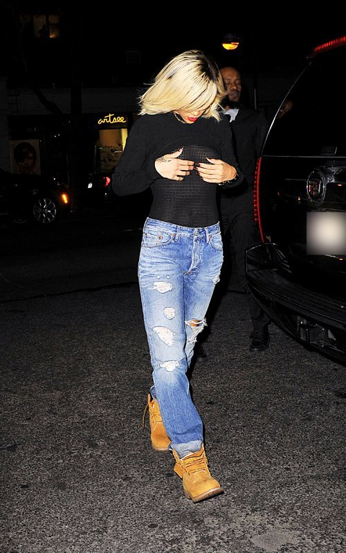 Rihanna  - Страница 3 898e29ed6c3f