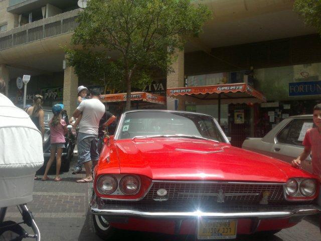 Выставка старых машин в кармиэле 0073e3a79486