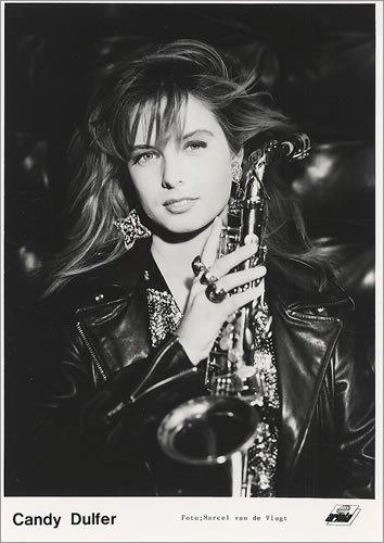 Кэнди Далфер. Девушка с саксофоном 31cbe3ecd8bf