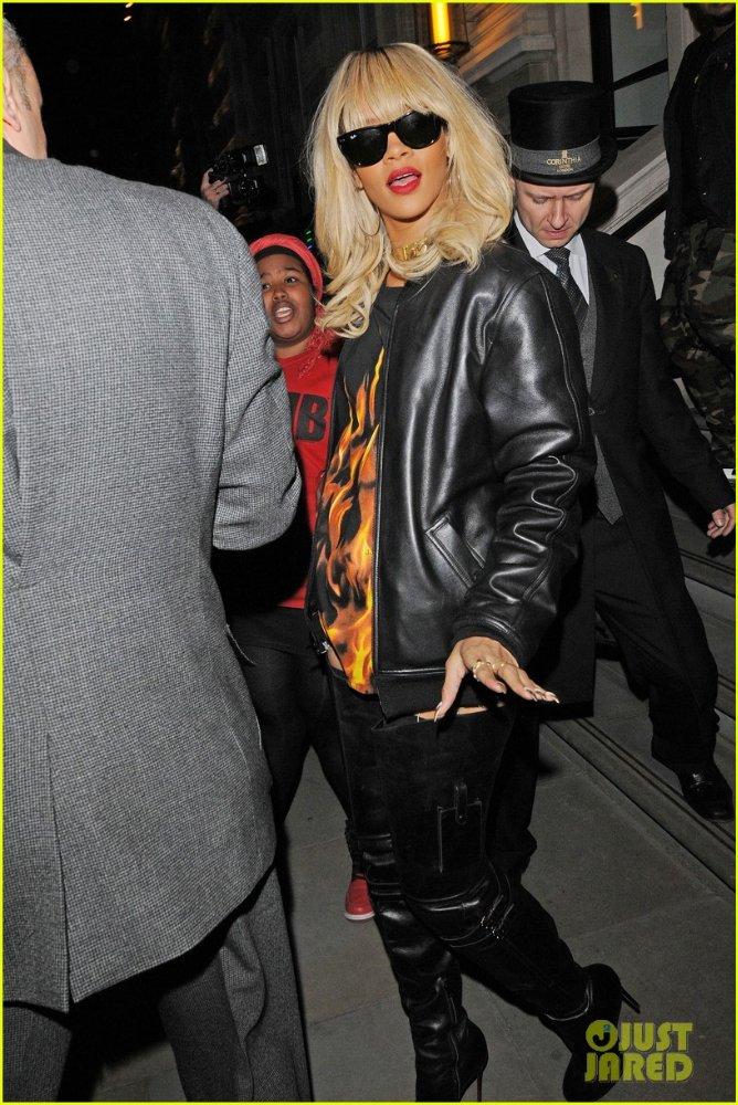Rihanna  - Страница 5 010a9e6b2d12