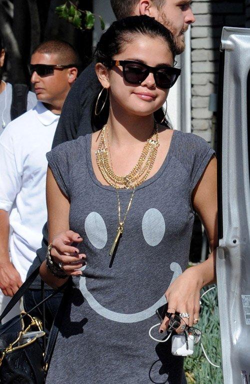 Selena Gomez | Селена Гомес - Страница 4 32f2c41117d7