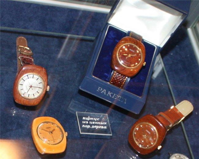 Valeri Danevitch et ses montres en bois! 198732d26177
