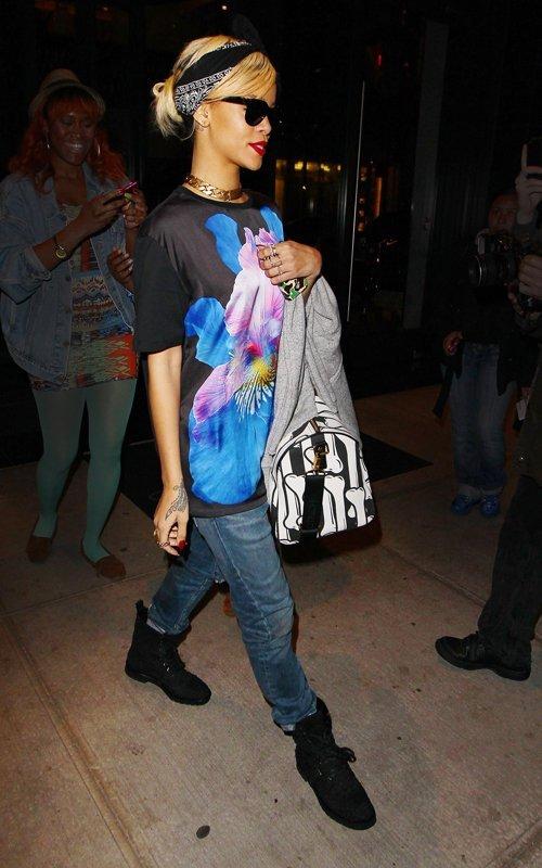 Rihanna  - Страница 4 Fed73aeff021