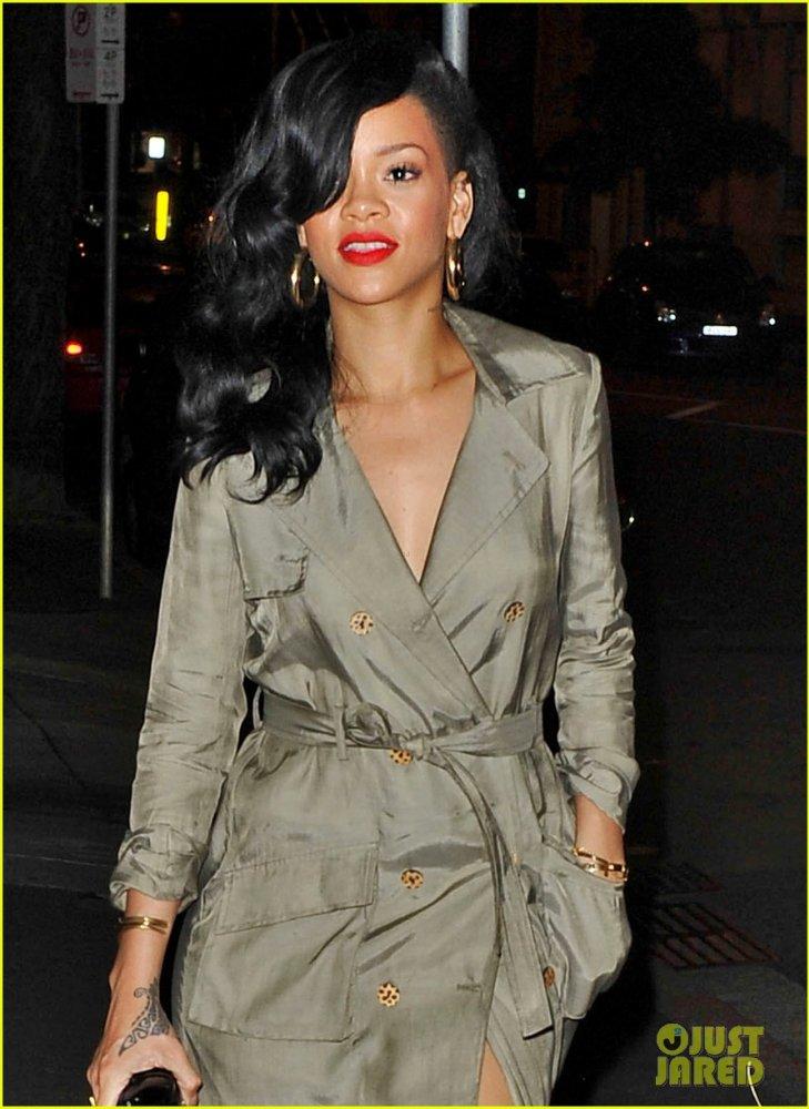 Rihanna  - Страница 5 Bef50b5da621