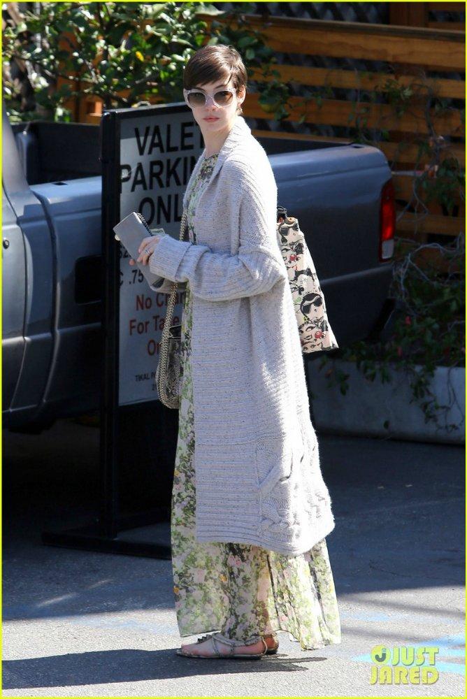 Anne Hathaway/Энн Хэтэуэй - Страница 8 7cab9d2d67ff