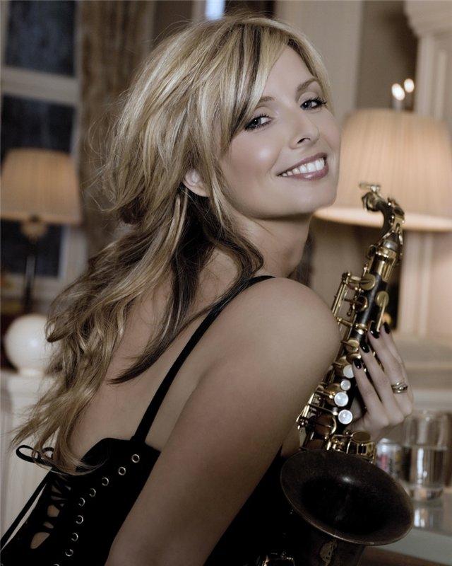 Кэнди Далфер. Девушка с саксофоном 235c99afa6c2