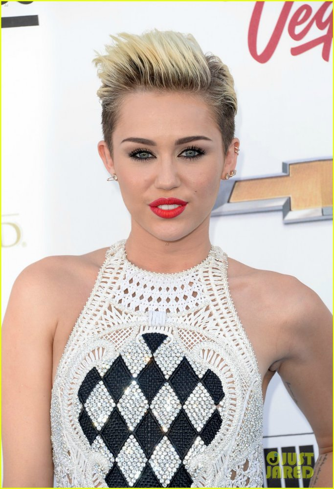 Miley Cyrus - Страница 5 C2c916f7dac1