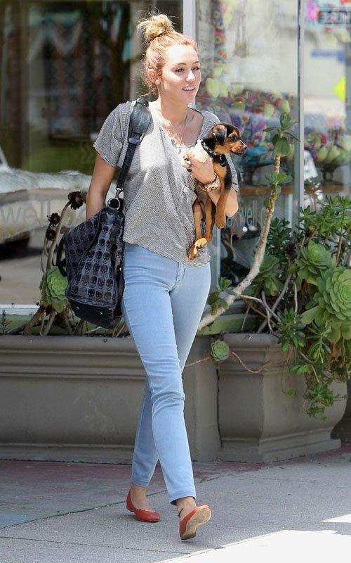 Miley Cyrus - Страница 3 Bcf4b2fa247f