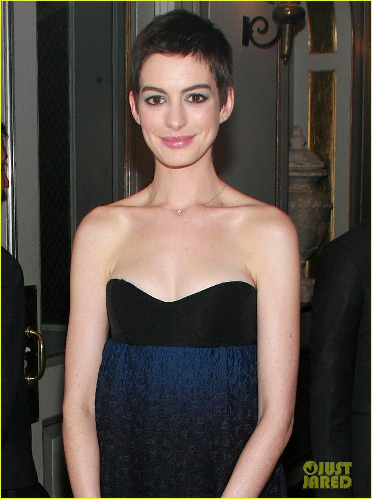 Anne Hathaway/Энн Хэтэуэй - Страница 2 2c49ff4724f5
