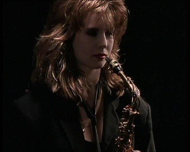Кэнди Далфер. Девушка с саксофоном 812c21d05a99