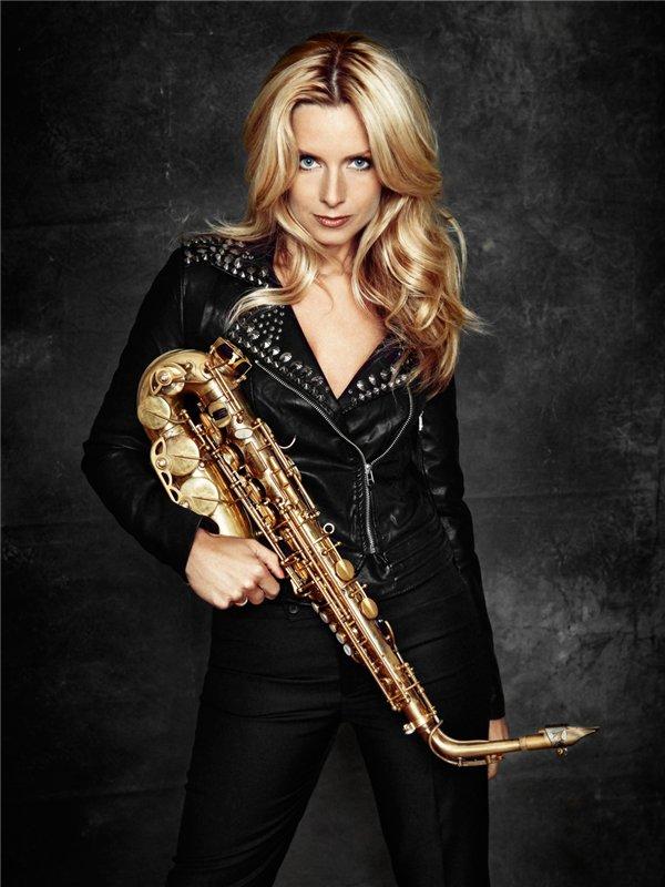 Кэнди Далфер. Девушка с саксофоном 03c3386f32b7