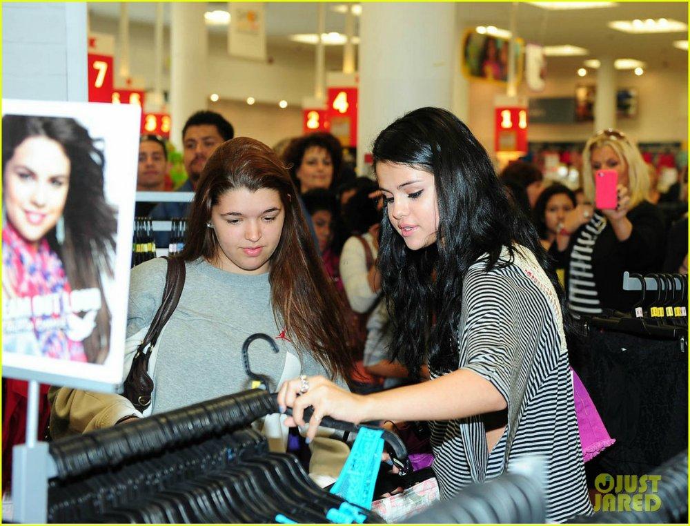 Selena Gomez   Селена Гомес - Страница 3 Ad3314e9d363