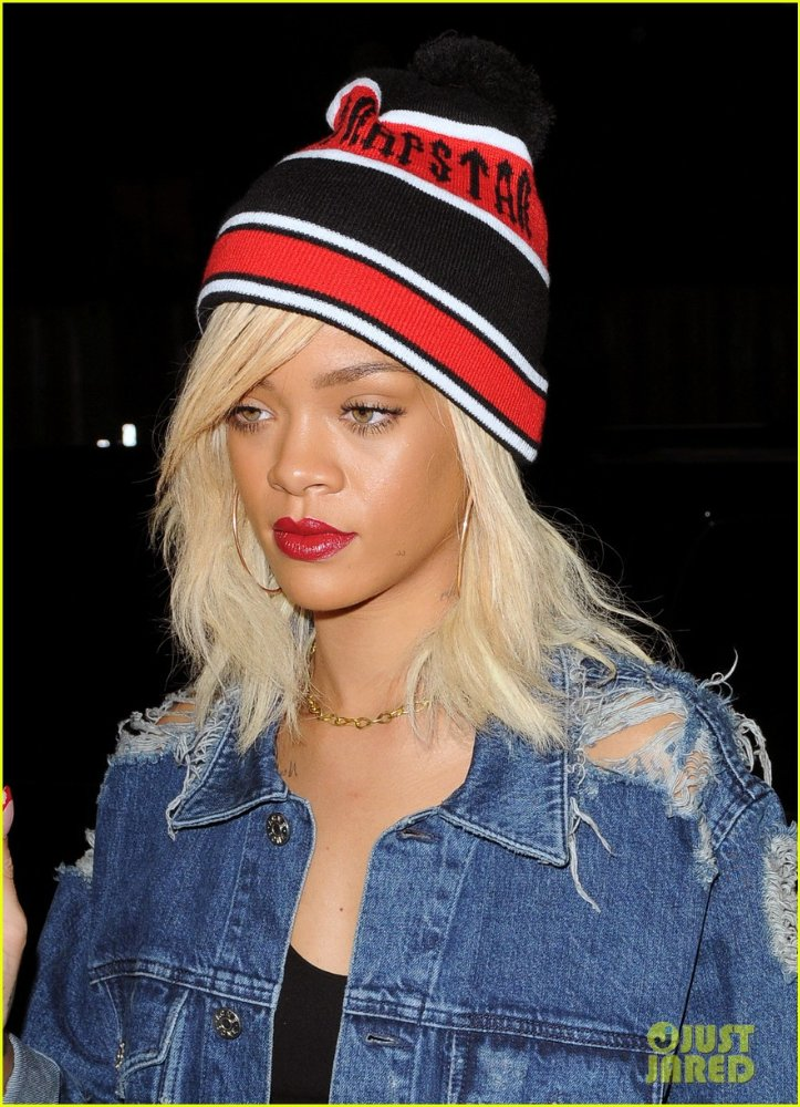 Rihanna  - Страница 3 52054af1a86d
