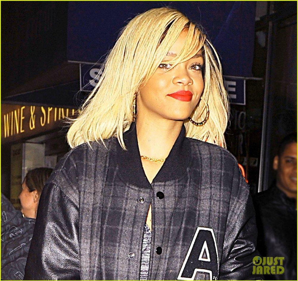 Rihanna  - Страница 4 75d853becb24