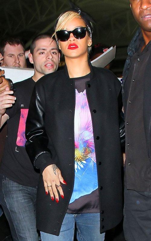 Rihanna  - Страница 4 00a57c1b08c4