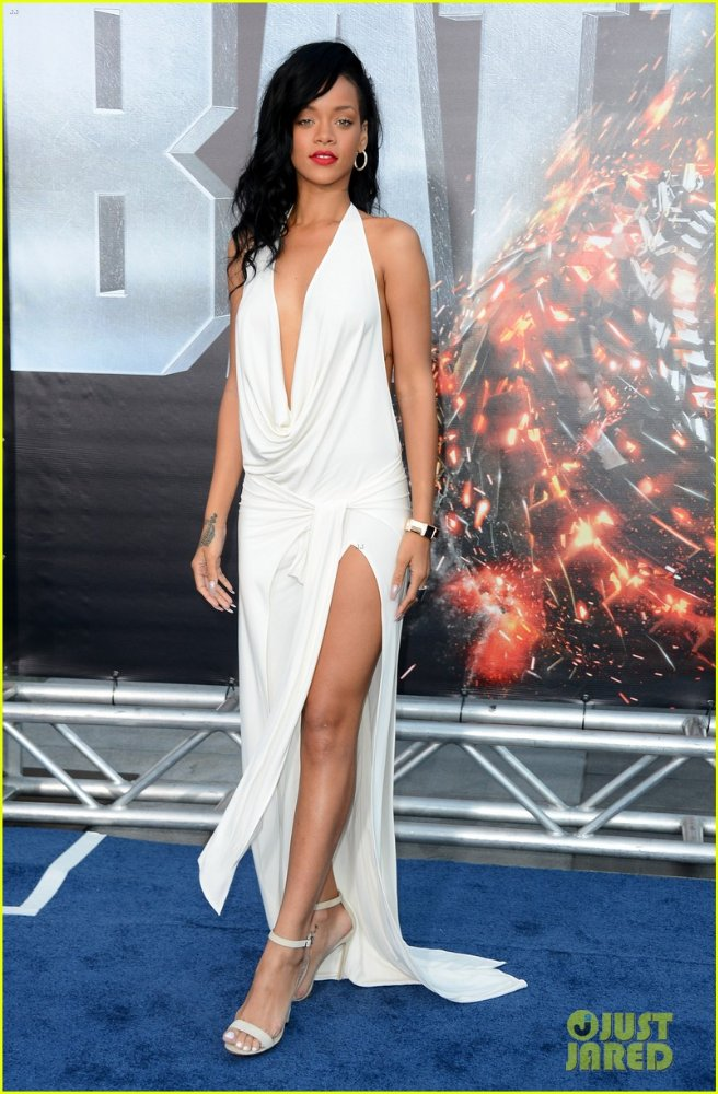 Rihanna  - Страница 6 A54363f1b447