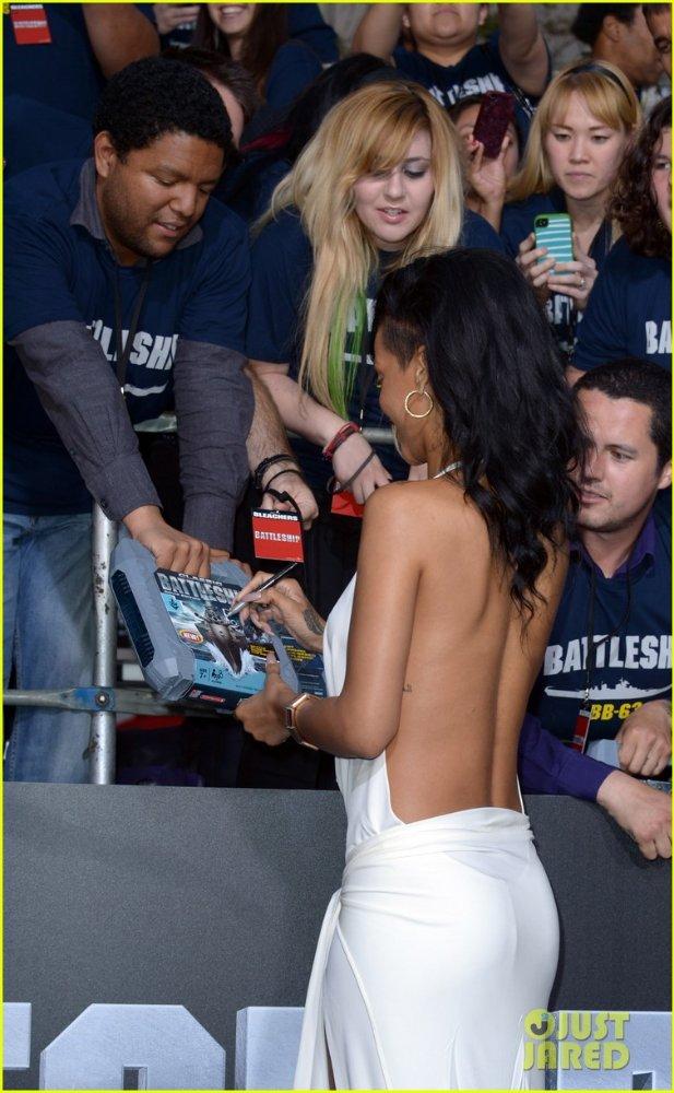 Rihanna  - Страница 6 C1408b92356d