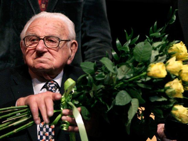 Холокост - трагедия европейских евреев - Страница 3 Aa7a8adb2f41
