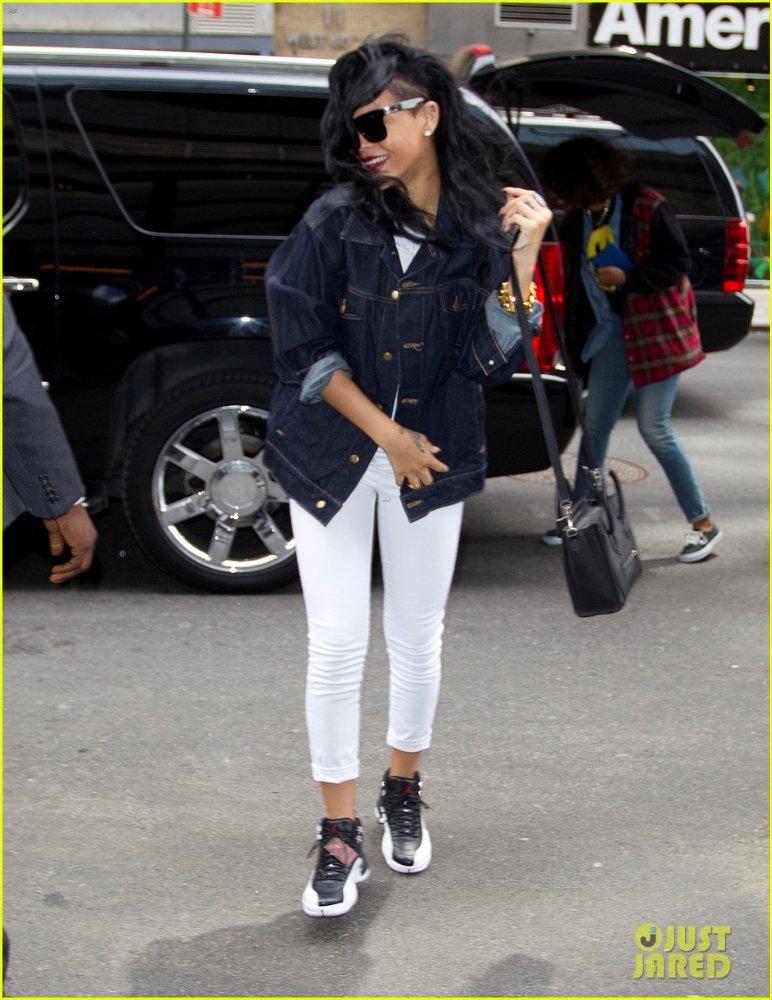 Rihanna  - Страница 6 Ed43523c2b93