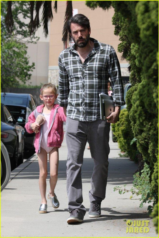 Ben Affleck and Jennifer Garner - Страница 4 558904c5d1b1