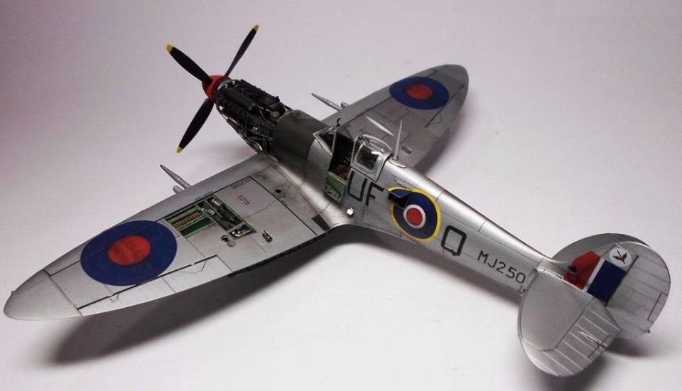 Supermarine Spitfire Eduard 1/48 A8d2f4bf6894