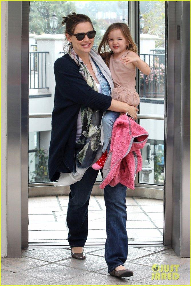 Ben Affleck and Jennifer Garner - Страница 3 5a119e010398