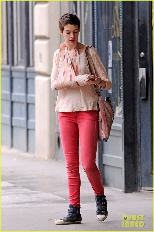 Anne Hathaway/Энн Хэтэуэй - Страница 2 A3d92a6eabf0