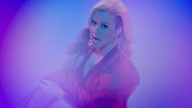 Kelly Clarkson 16cbe74584e8