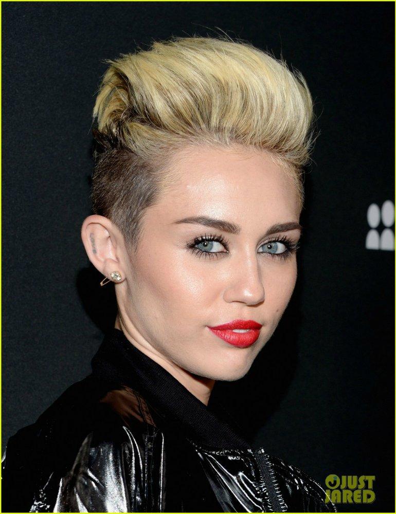 Miley Cyrus - Страница 5 33d6b5e70332