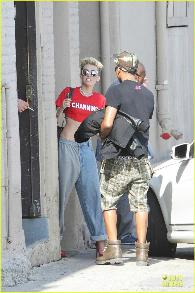 Miley Cyrus - Страница 5 E591018bcb87