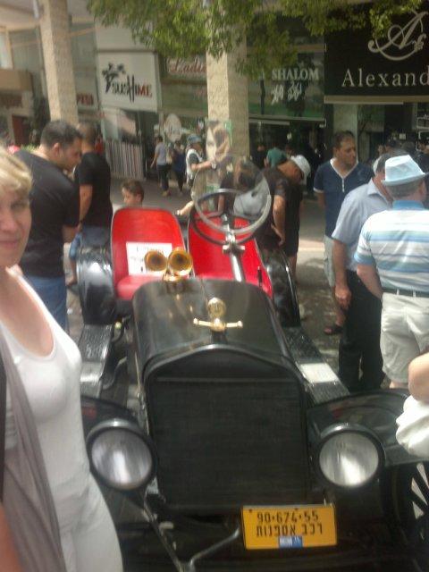 Выставка старых машин в кармиэле B6124b800724