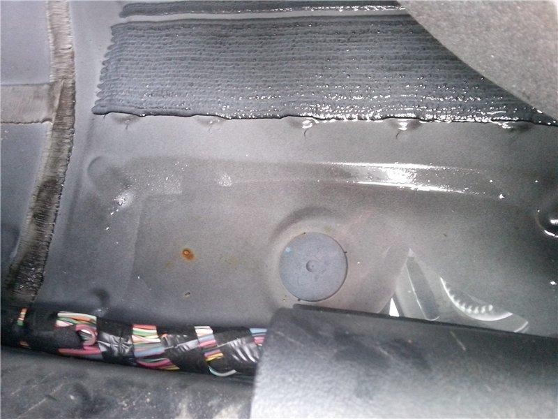 Мокро под водительским ковриком 4c3bbe89626b