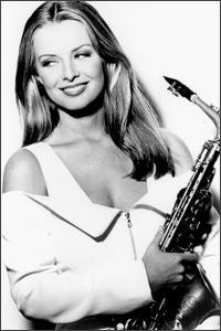 Кэнди Далфер. Девушка с саксофоном 5a0d82cc3079