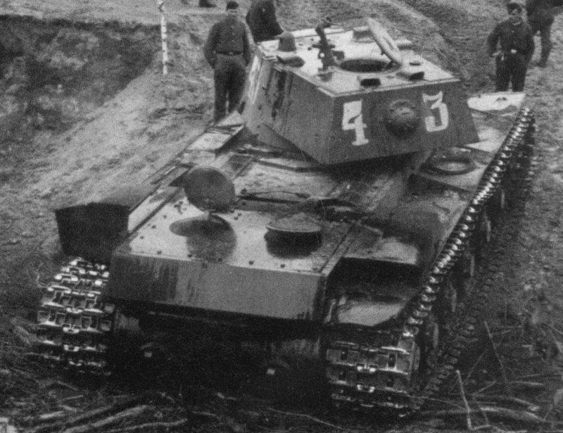 КВ-1 начало 1942 г., 1/35, (ВЭ №35088 + №35084). C03775ac49ba
