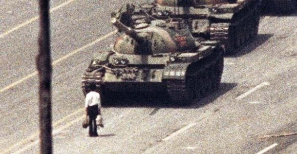 nicaragua - Nicaragua busca comprar los T-72.  Tanque-tiananmen-reuters