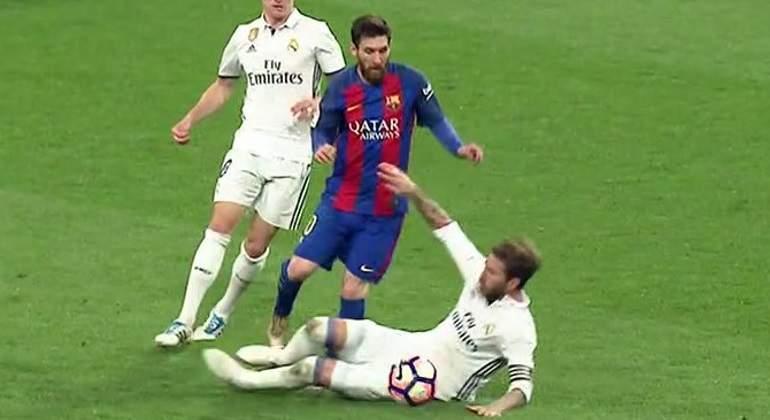 Real Madrid- F.C. Barcelona - Página 11 Ramos-messi-captura