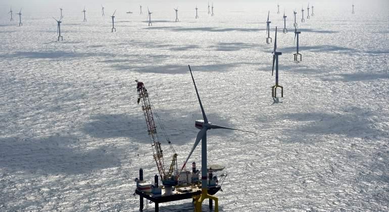Energía. Las fuentes renovables.Ya superan al carbón. Aerogeneradores-mar-norte