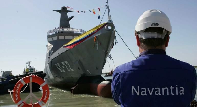 Sector naval. Regulaciones, nuevas regulaciones... Negocio$ y más negocio$. - Página 4 Navantia-trabajador-barco