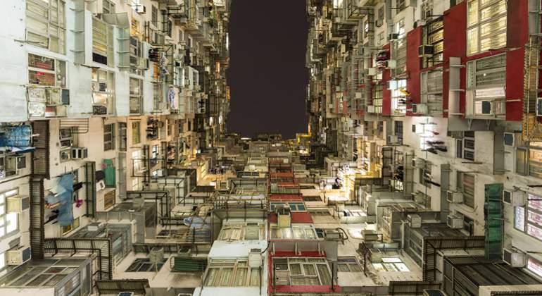 Hong Kong: Viviendo en jaulas... más de 100.000 personas. Dreamstime_s_75315984