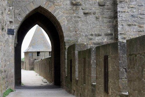 Каркассон (франц. Carcassonne) - город-крепость. 8172ed93e477