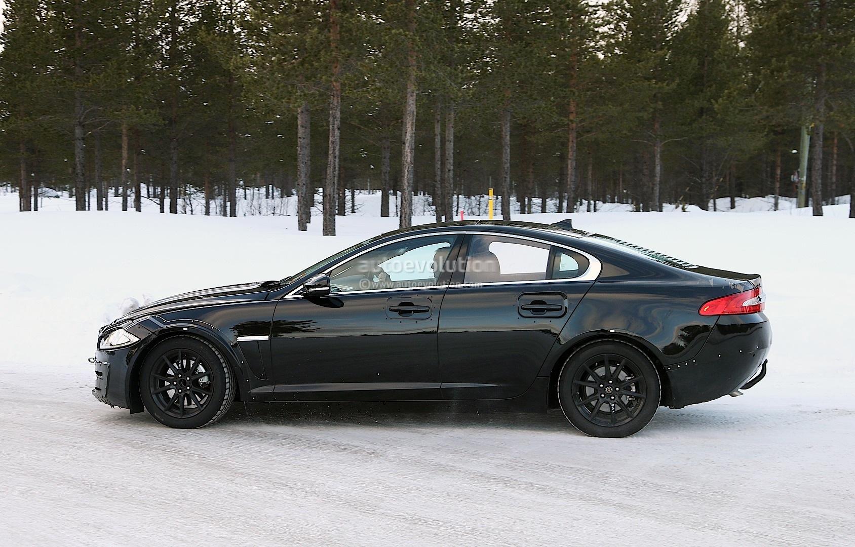 2014 - [Jaguar] XE [X760] - Page 2 Spyshots-jaguar-xs-mule-the-bmw-3-series-rival-emerges-1080p-5