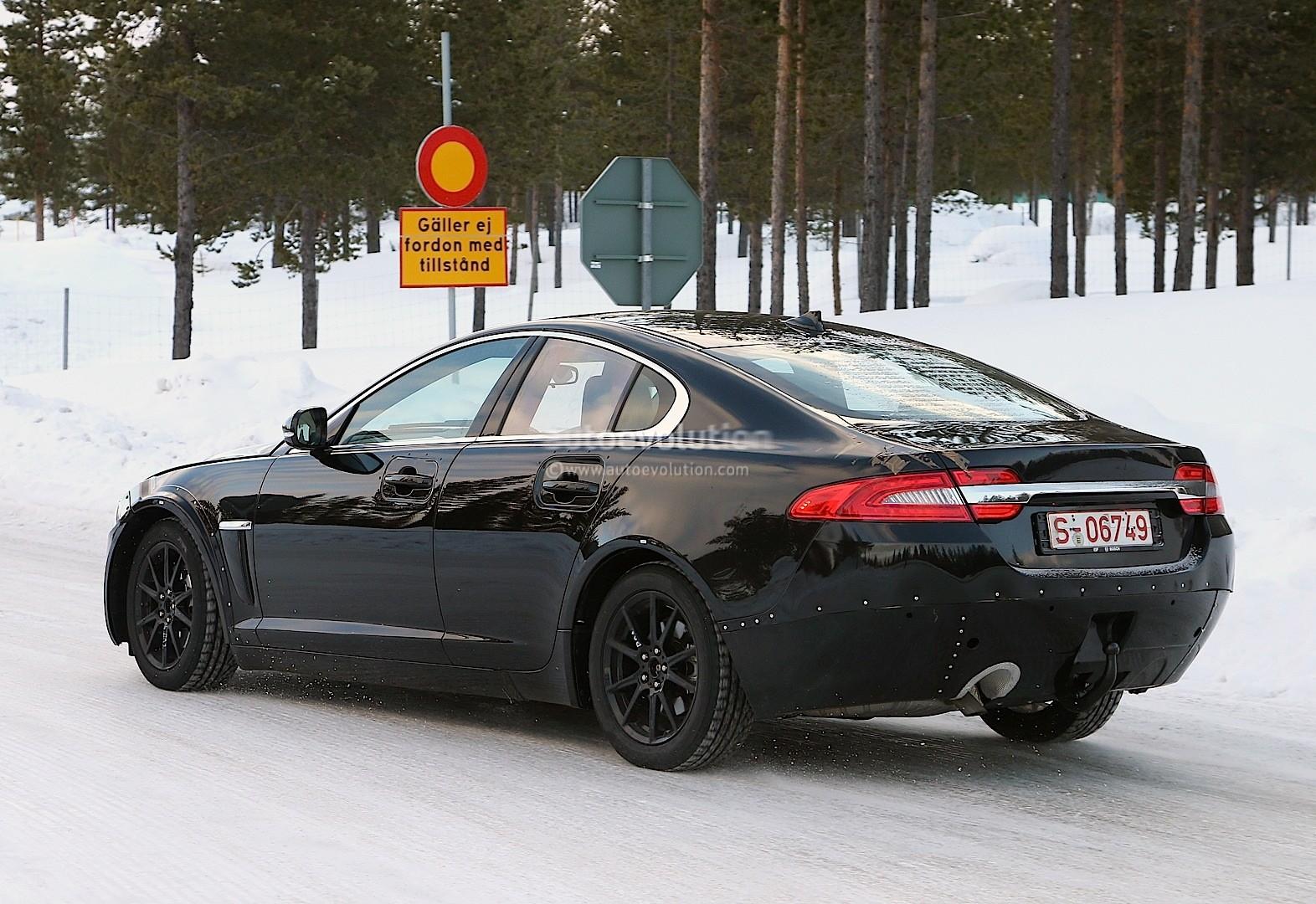 2014 - [Jaguar] XE [X760] - Page 2 Spyshots-jaguar-xs-mule-the-bmw-3-series-rival-emerges-1080p-7