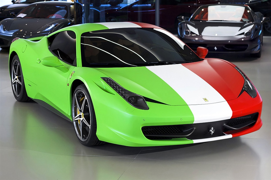 Les Drapeaux......... - Page 38 Ferrari-458-wrapped-in-italian-flag-for-sale_4