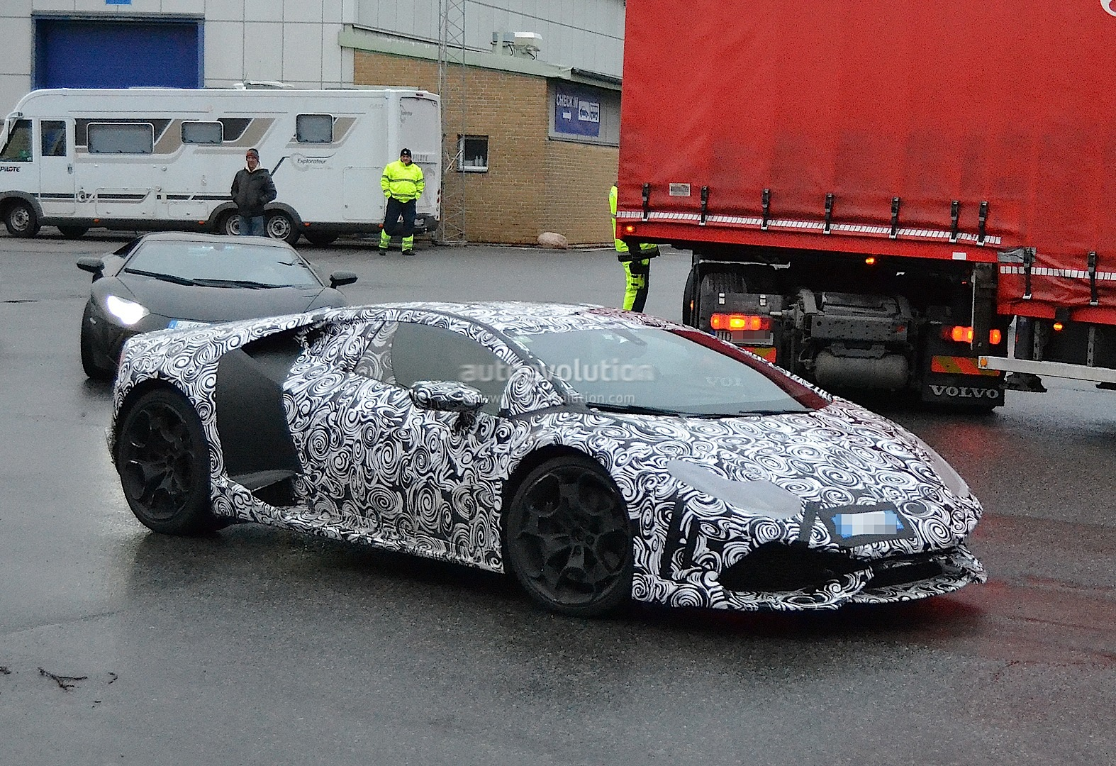 2013 - [Lamborghini] Huracán LP610-4  - Page 4 Lamborghini-cabrera-shows-retro-wheels-in-latest-spyshots-1080p-6