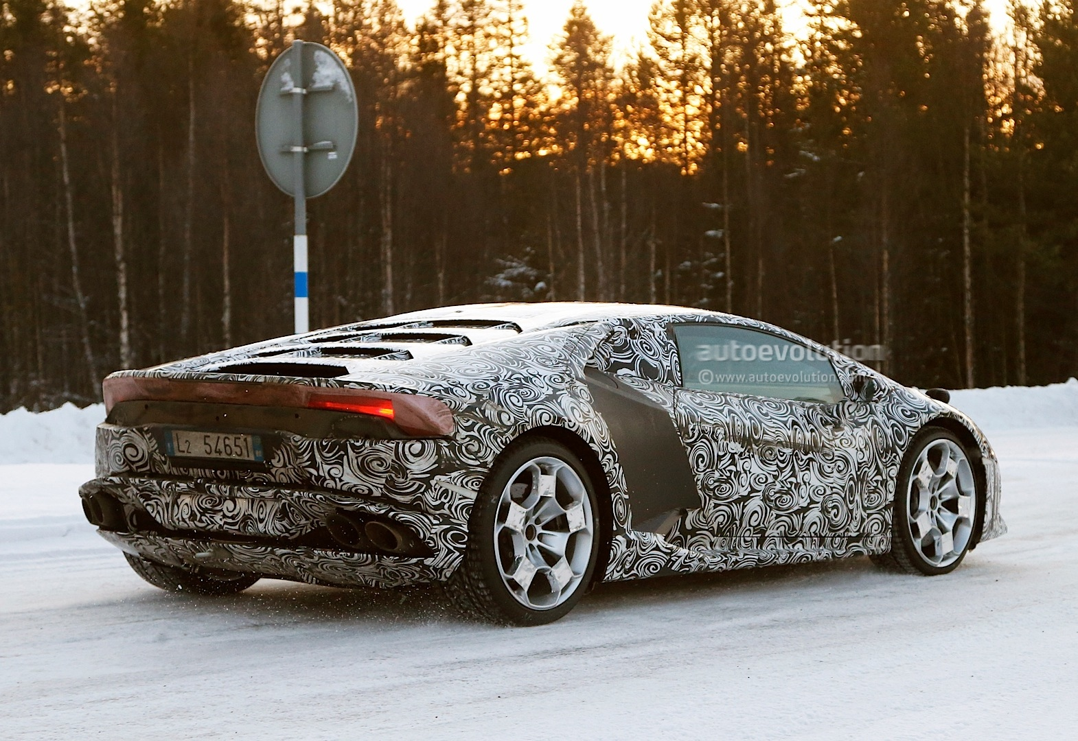 2013 - [Lamborghini] Huracán LP610-4  - Page 4 Lamborghini-huracan-gallardo-successor-begins-winter-testing-photo-gallery-1080p-7