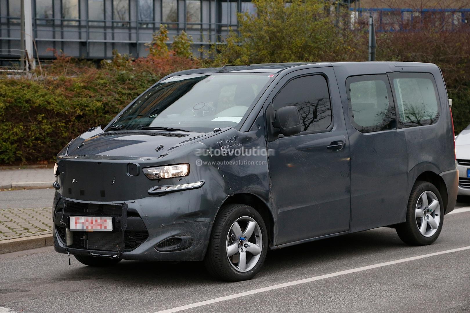 [SUJET OFFICIEL] Citroën SpaceTourer - Page 3 Spyshots-new-citroen-jumpy-takes-cues-from-2011-tubik-concept-1080p-1